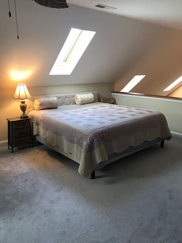 Large loft with private bath in Chestertown, MD
