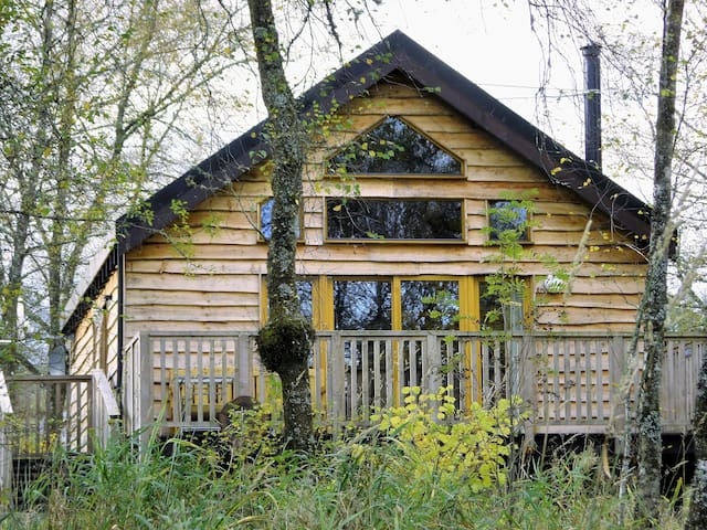 Rowan log cabin dalavich loch awe pa35 1hs chalet in for Persiane delle finestre di log cabin