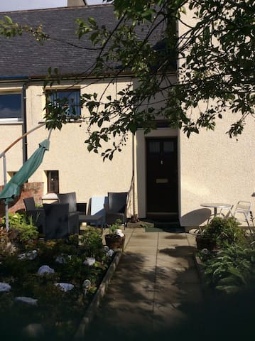 Nevis Rooms.  Twin Room. - Fort William - House