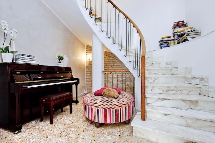Cozy room in centralCityVillas+terrace on Pigneto