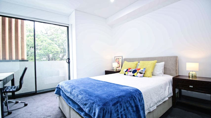 Luxury 5 Beds house in Sydney-2A
