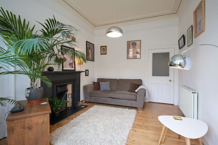 Fantastic New Town flat 5 minutes from city centre