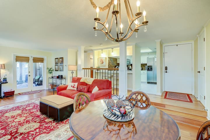 Spacious condo w/ shared pool and golf on-site! Near the ocean!