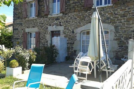 Escapade en Auvergne - Saint-Martin-de-Fugères - Şehir evi