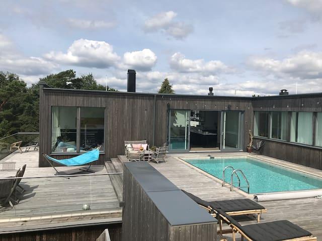 Beautiful villa with pool and sea view in Kullavik