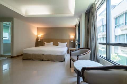 Chiayi Rest (302): A superior room for two