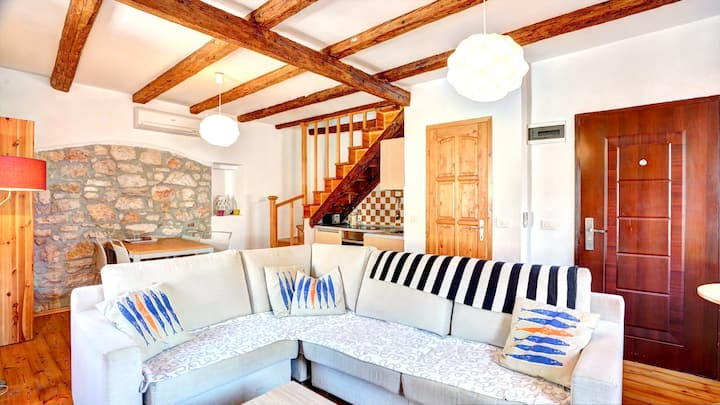 Chez Pufo - Split Level Flat in the Heart of Town