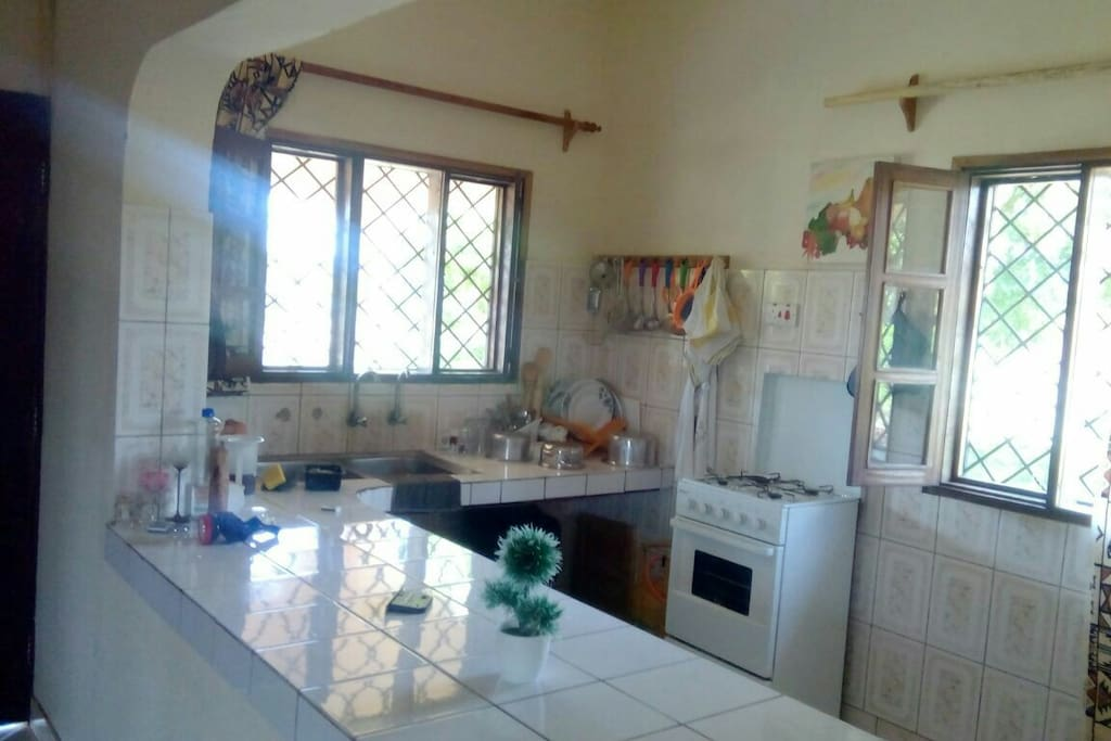 Cooker fridge and utensils available