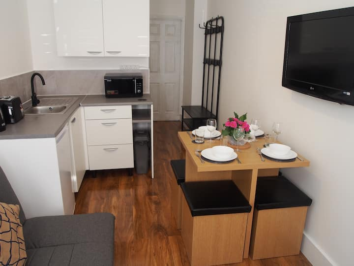 New stylish one bed apartment - Enfield