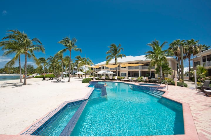 Kaibo 2 Bed, 2 Bath, Modern Beach Front Villa