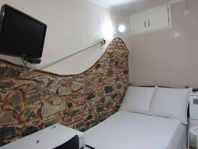 Appartment with all the necessities, near center - Mitilene - Apartamento