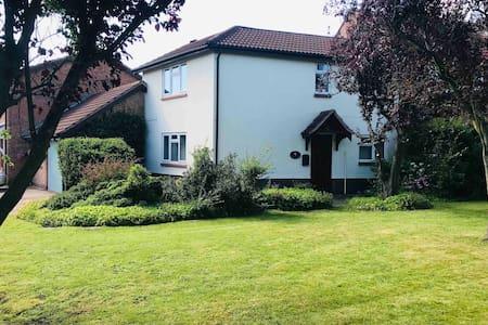 Beautiful 2 Bedroom house in Broughton Astley