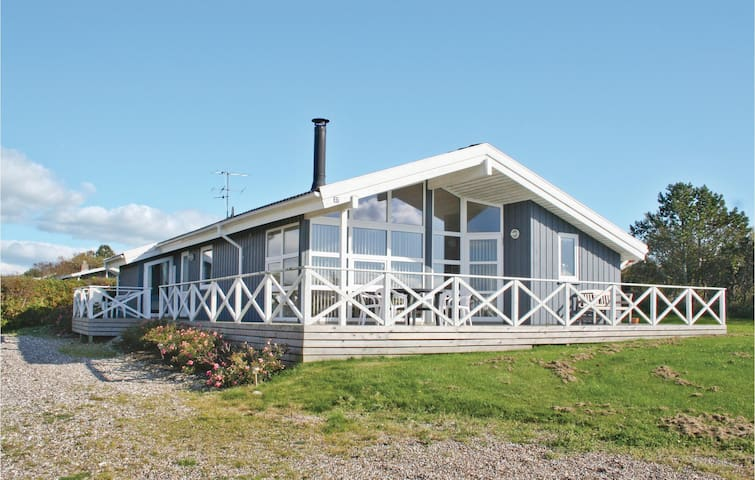 Holiday cottage with 3 bedrooms on 86 m² in Vestervig