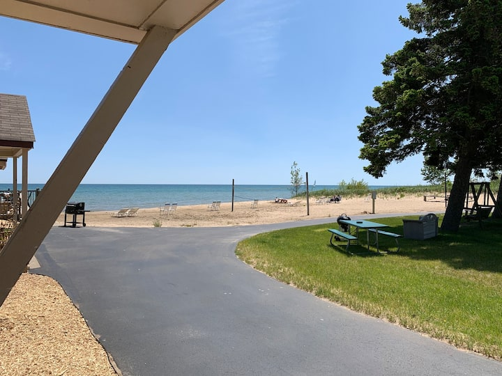 Cottage Cove · Lake Huron Beach Cottage No. 7