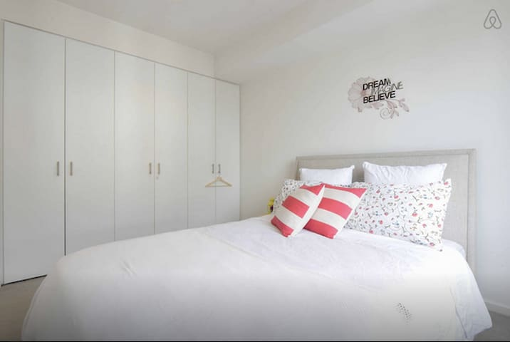 Lovely room in a fantastic beachside apartment