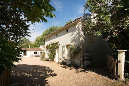 Le Ruault: Orchard Cottage (Loire) - Bouillé-Loretz