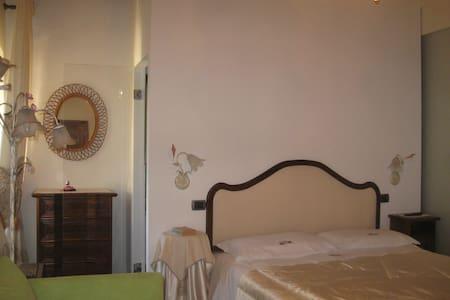 La casa delle rose colline Toscane - อาเรซโซ่ - ที่พักพร้อมอาหารเช้า