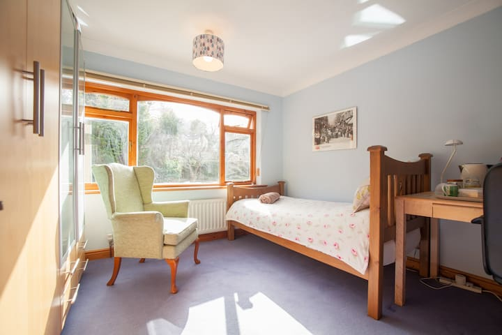 Lovely single room in Ilkley near the Moors - Ilkley - Rumah