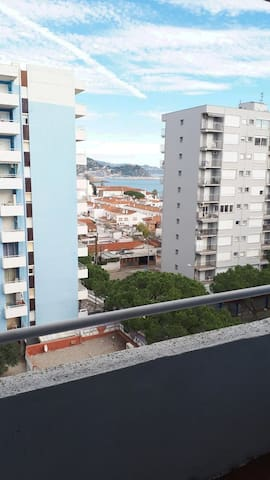 Apartment 2 bedrooms 150m from the beach.