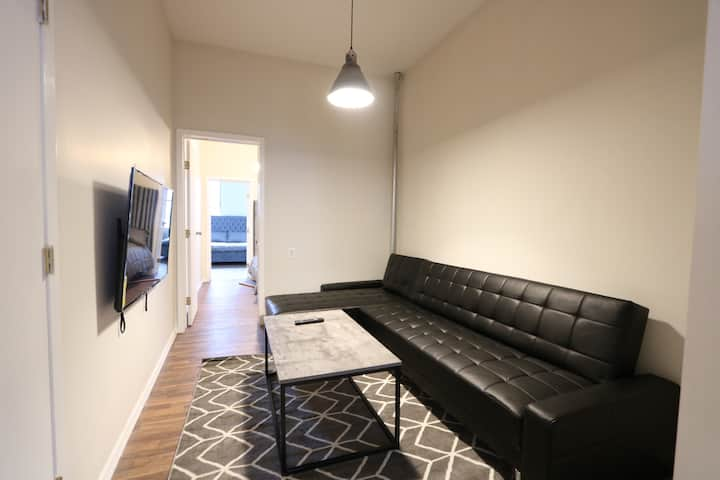 Designer 2 Bedroom Heart of Bushwick 15min to NYC