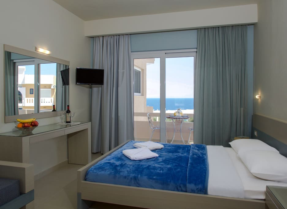 Villaalexander lux studio seaview pool appart 39 h tels for Louer appart hotel