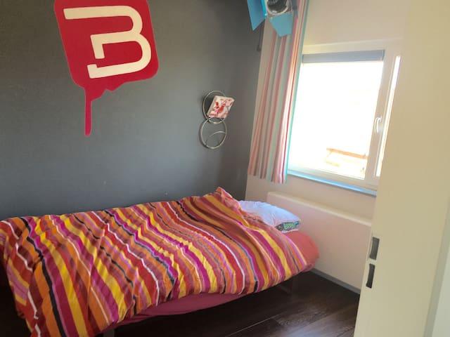 Eenvoudig bed in rustige buurt - Nijmegen - House
