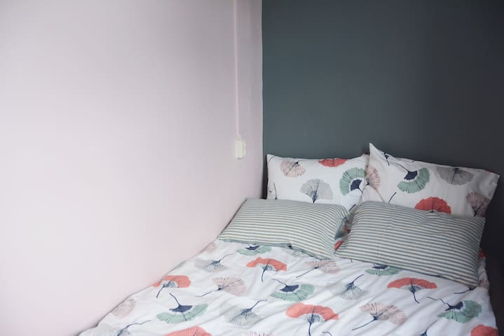 Nice bedroom easily access to city centre