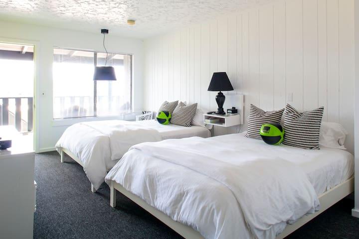 Sole Beach Hotel- Room w/ 2 Doubles, walk to beach