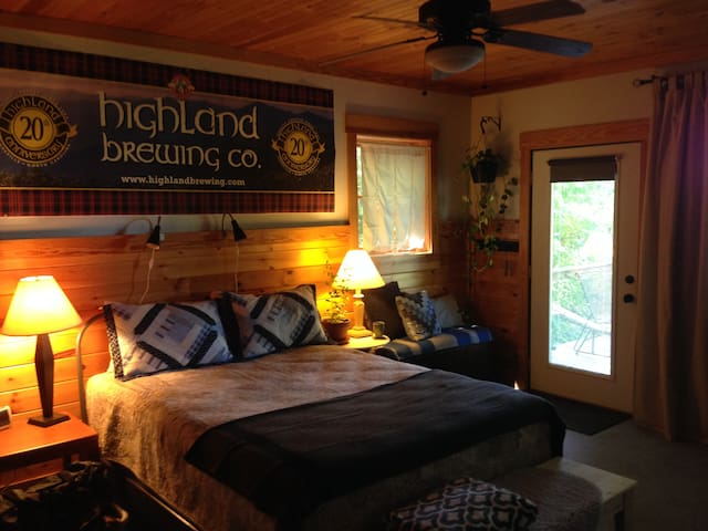 The Cedar Getaway! - Bryson City - Kabin
