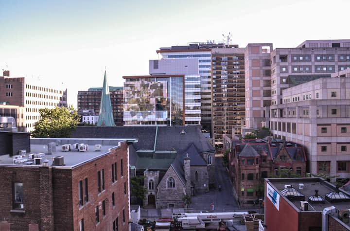 Crescent & St Catherine the Heart of Downtown Mtl!