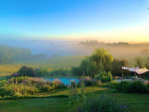Богемский фермерский дом + бассейн. Панорамные виды