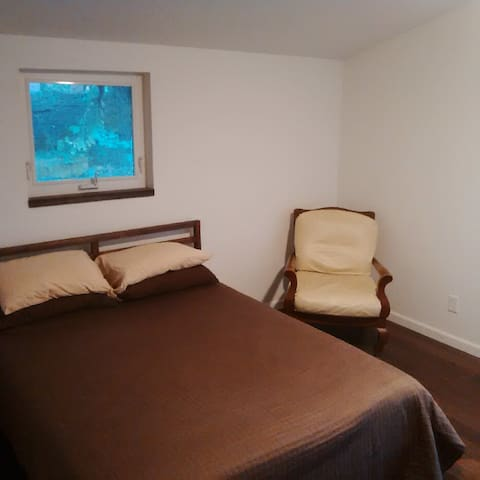 Quiet Salmon Creek Guest Suite in Natural Setting