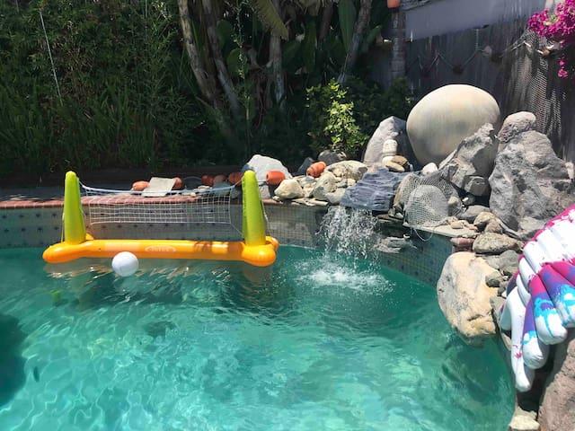 Sweet house, pool, near Disneyland, and beach