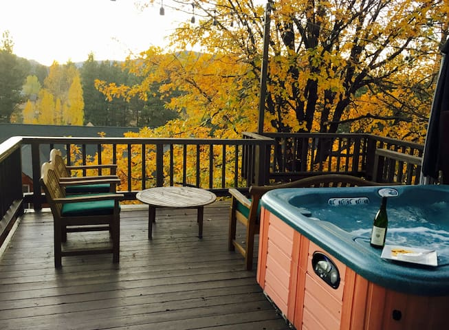 Hot Tub View-Walk to Lake & Village - Lac Big Bear - Maison