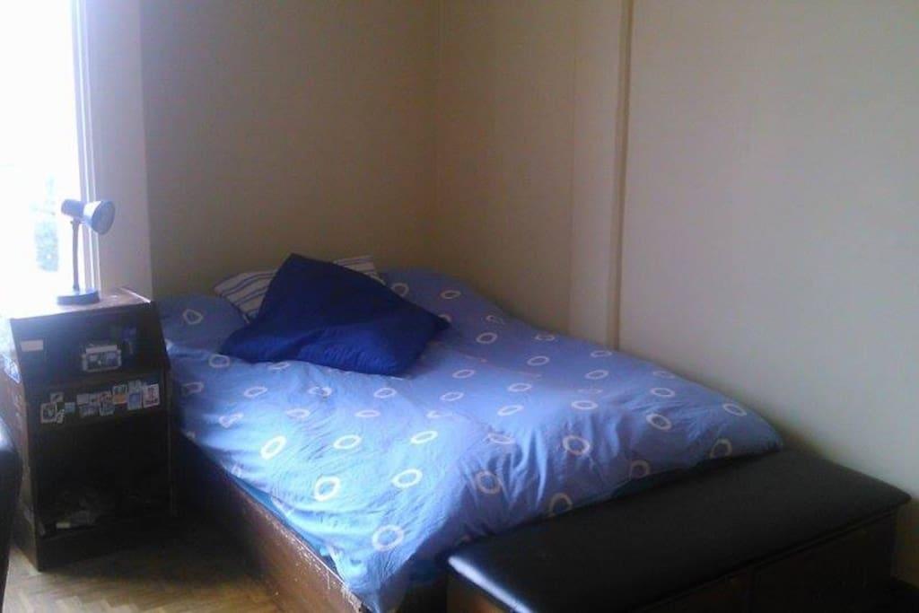 Dormitorio. Cama 2 personas.