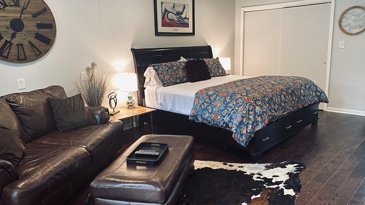 Entire Luxury Guest House in Heart of Kerrville