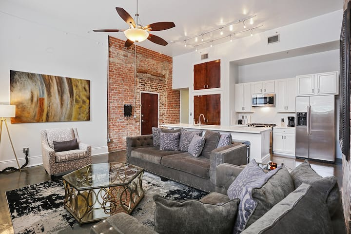 ⚜️ BEST New Orleans Condo with PARKING and POOL ⚜️