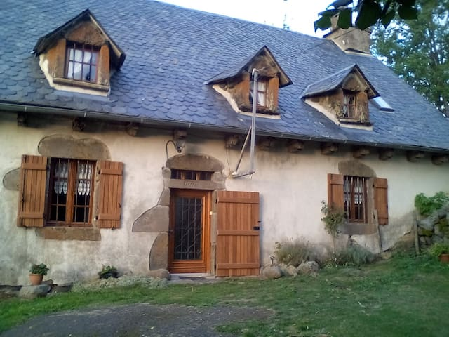 maison traditionnelle auvergnate - Menet - Дом
