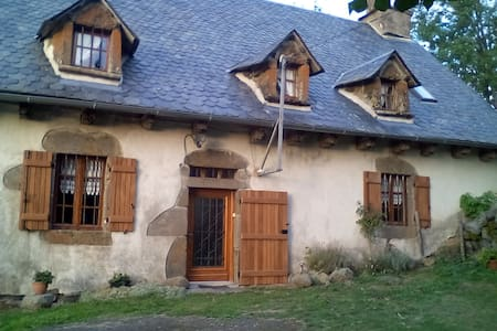 maison traditionnelle auvergnate - Menet - House
