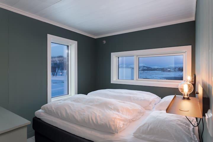 Bedroom 2 floor with big bed 200 cm x 180 cm