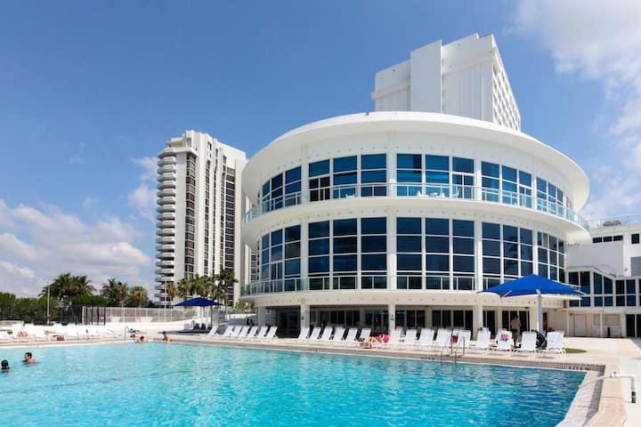 Spacious-studio oceanFront resort,Parking&GYM,POOL