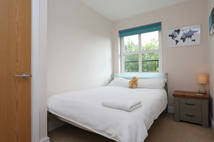 2 double rooms, 20mins to c. London