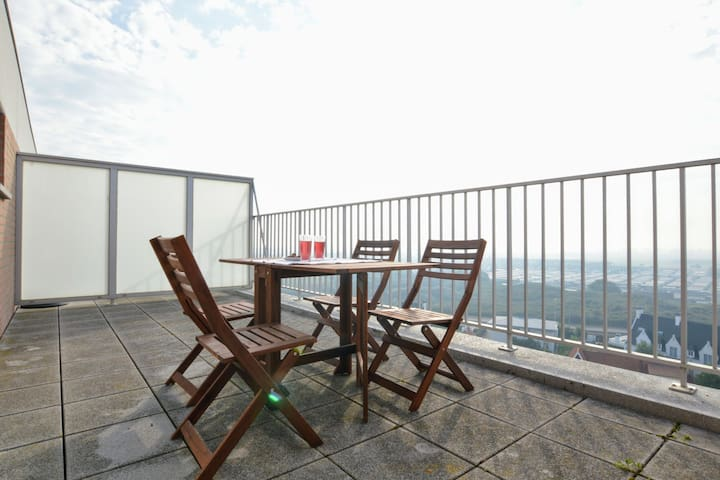 Apartment by the sea in Westende with large terraces and beautiful view
