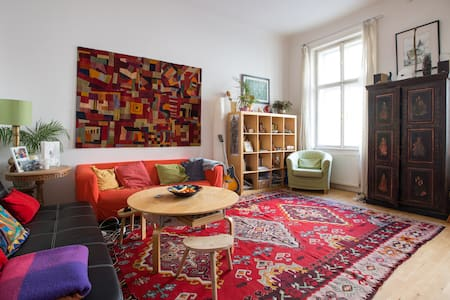 Quiet and central room near U4 & U3 - Wien
