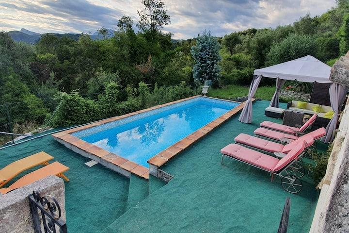 Rez de villa (4 pièces) avec piscine