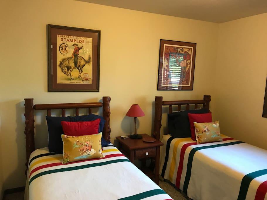 2 twin beds in main floor bedroom