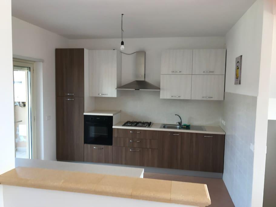 Casa di nuova costruzione due piani con giardino maisons for Piani di costruzione casa verde