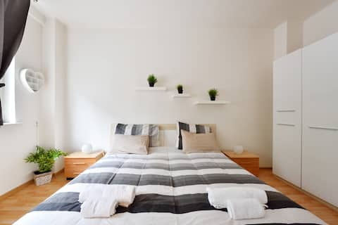 Andèl - bright apartment in central Prague