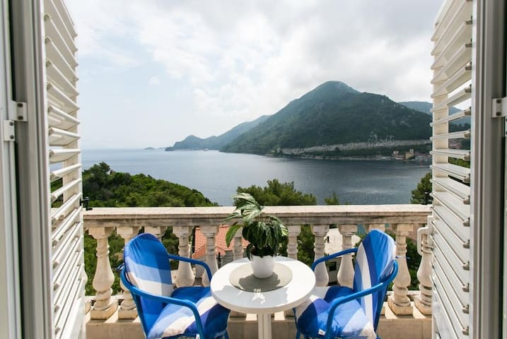 Apartments Laura Mljet - Comfort One Bedroom Apartment with Balcony and Sea View