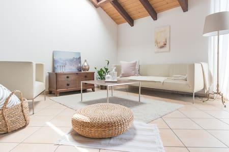 Stilvolle Schweizer Ferienwohnung 90m2 mit Galerie